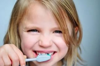 Професійне чищення зубів дітей