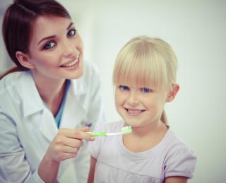 Профілактика захворювань зубів та ясен