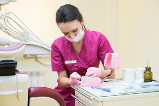 Які бувають види зубних протезів
